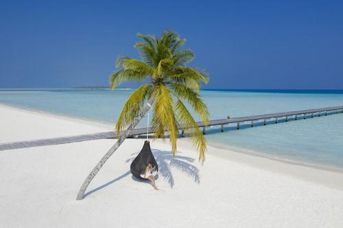 . Holiday Island Resort & Spa
