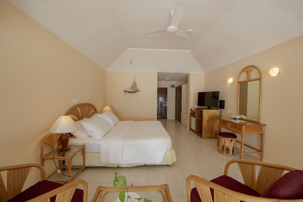 할리데이 아일랜드 리조트 앤드 스파(Holiday Island Resort & Spa) Hotel Thumbnail Image 15 - Guestroom