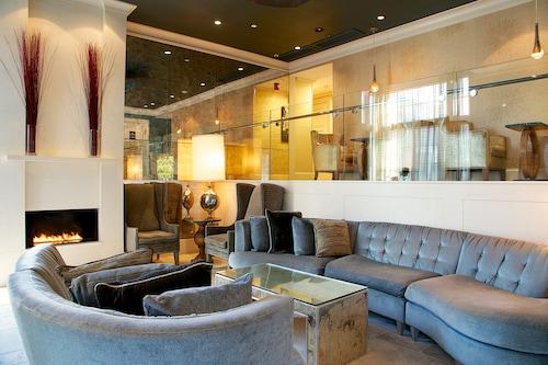 Hotel Veritas, Middlesex