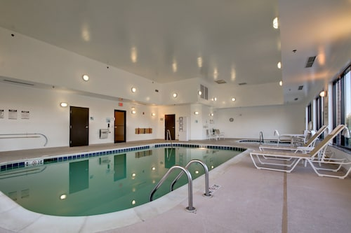 . Holiday Inn Express Hotel & Suites Peru - Lasalle Area