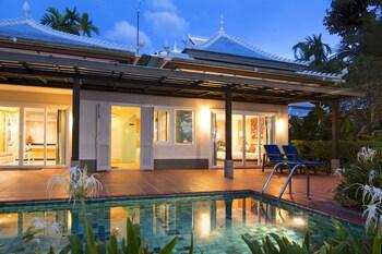 2 Bedrooms Beach Front Pool Villa