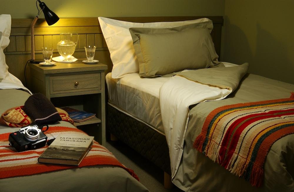 https://i.travelapi.com/hotels/3000000/3000000/2995200/2995124/52da50b6_z.jpg