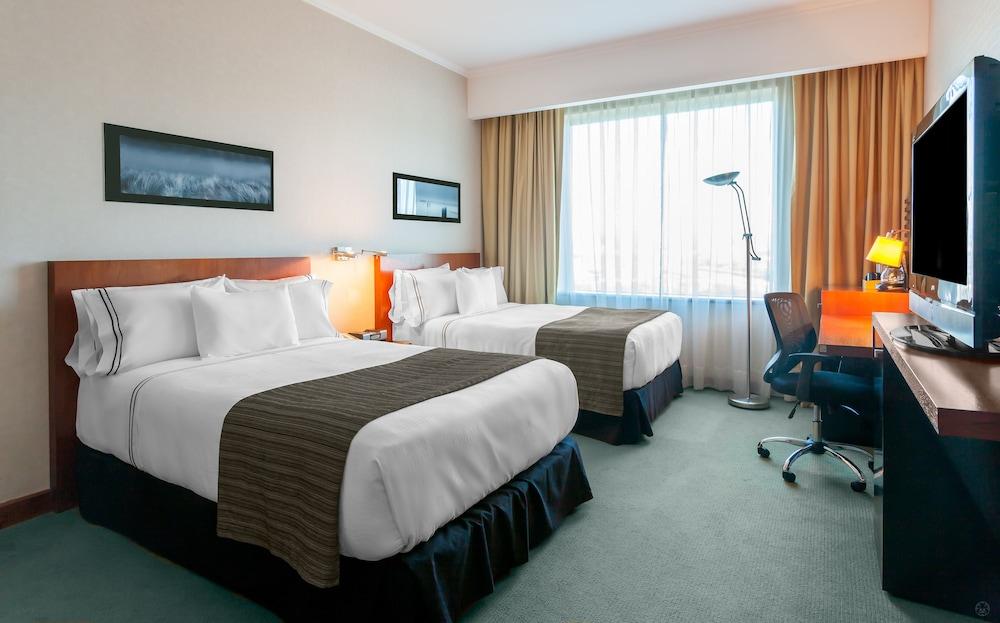 https://i.travelapi.com/hotels/3000000/3000000/2995400/2995362/5adb1e63_z.jpg