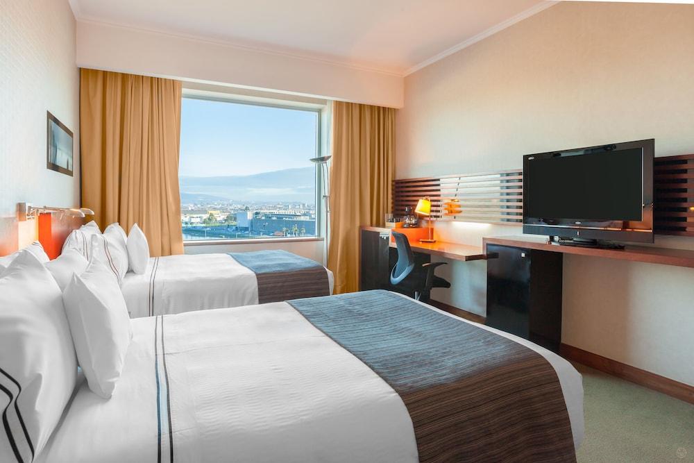 https://i.travelapi.com/hotels/3000000/3000000/2995400/2995362/d155eed6_z.jpg