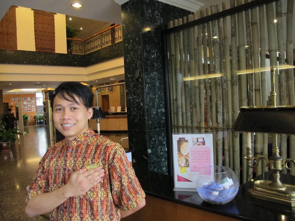 그랜드 컨티넨털, 쿠칭(Grand Continental,Kuching) Hotel Image 6 - Concierge Desk
