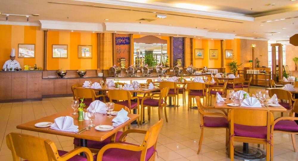 그랜드 컨티넨털, 쿠칭(Grand Continental,Kuching) Hotel Image 57 - Breakfast Area