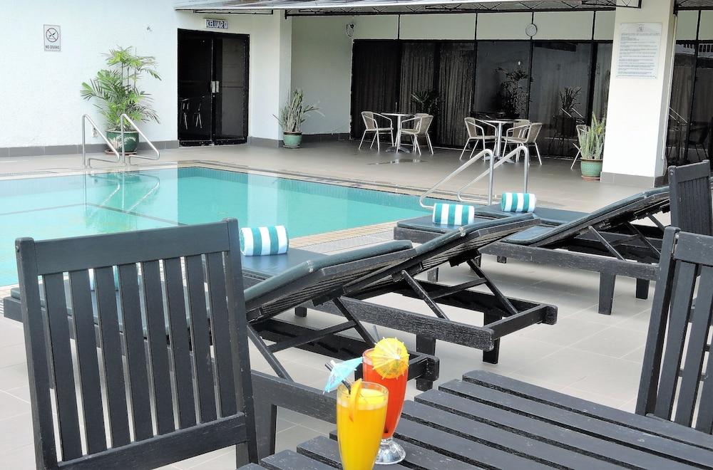 그랜드 컨티넨털, 쿠칭(Grand Continental,Kuching) Hotel Image 51 - Outdoor Pool