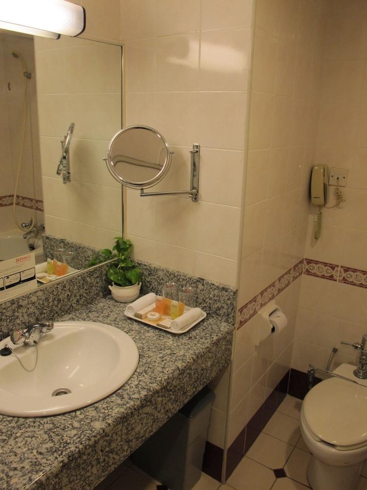 그랜드 컨티넨털, 쿠칭(Grand Continental,Kuching) Hotel Image 41 - Bathroom