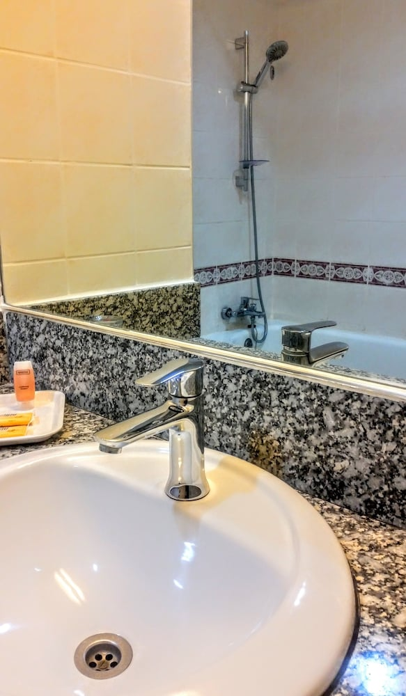 그랜드 컨티넨털, 쿠칭(Grand Continental,Kuching) Hotel Image 44 - Bathroom