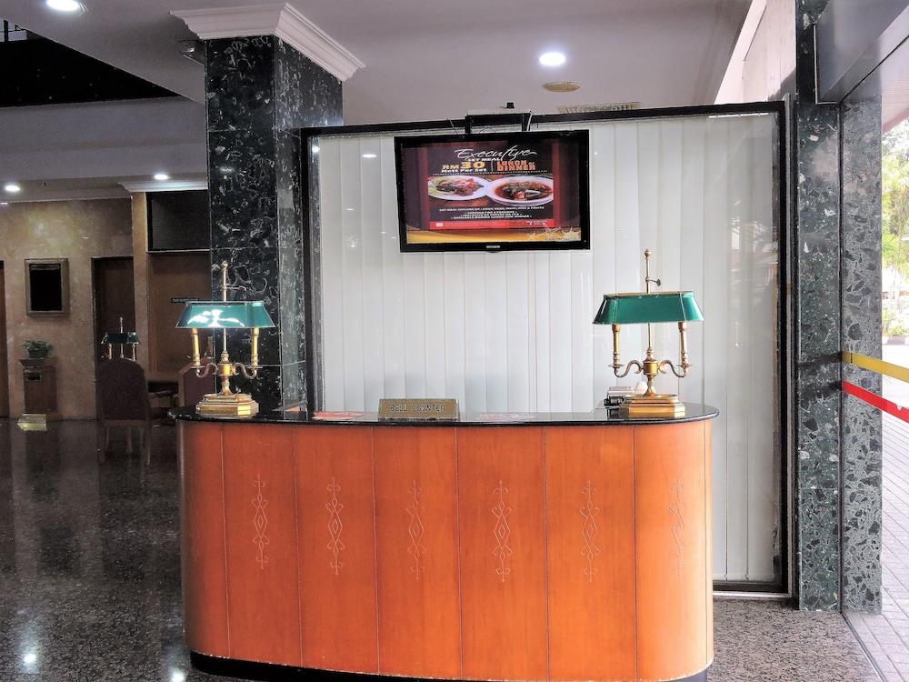 그랜드 컨티넨털, 쿠칭(Grand Continental,Kuching) Hotel Image 7 - Concierge Desk