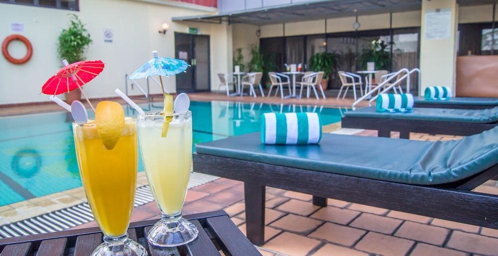 그랜드 컨티넨털, 쿠칭(Grand Continental,Kuching) Hotel Image 48 - Outdoor Pool