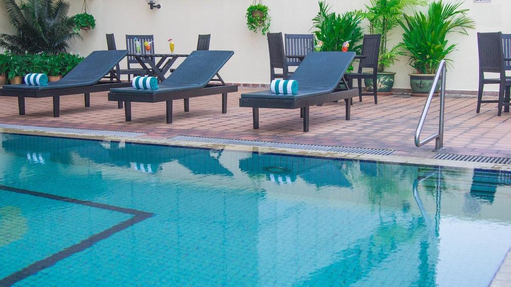 그랜드 컨티넨털, 쿠칭(Grand Continental,Kuching) Hotel Image 49 - Outdoor Pool