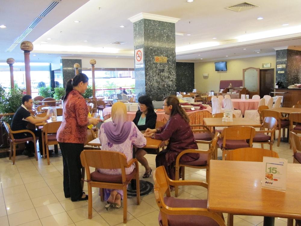 그랜드 컨티넨털, 쿠칭(Grand Continental,Kuching) Hotel Image 60 - Cafe