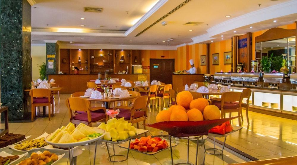 그랜드 컨티넨털, 쿠칭(Grand Continental,Kuching) Hotel Image 58 - Buffet