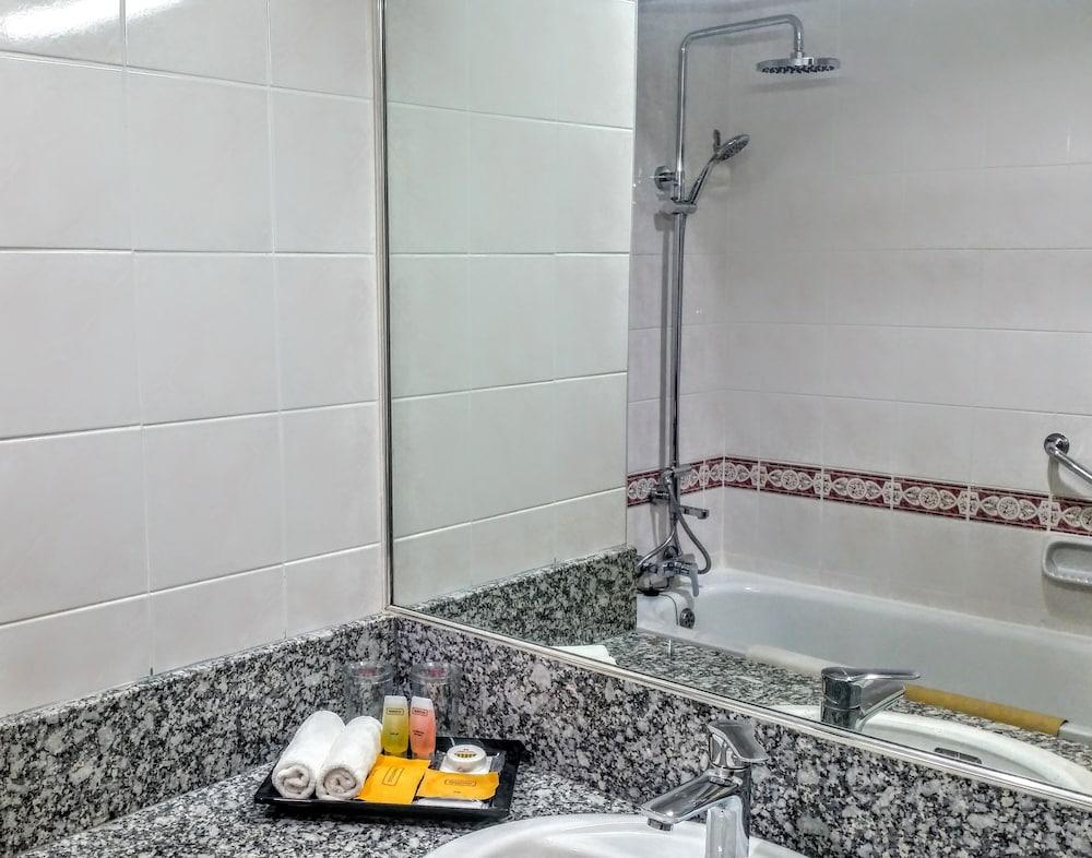 그랜드 컨티넨털, 쿠칭(Grand Continental,Kuching) Hotel Image 45 - Bathroom