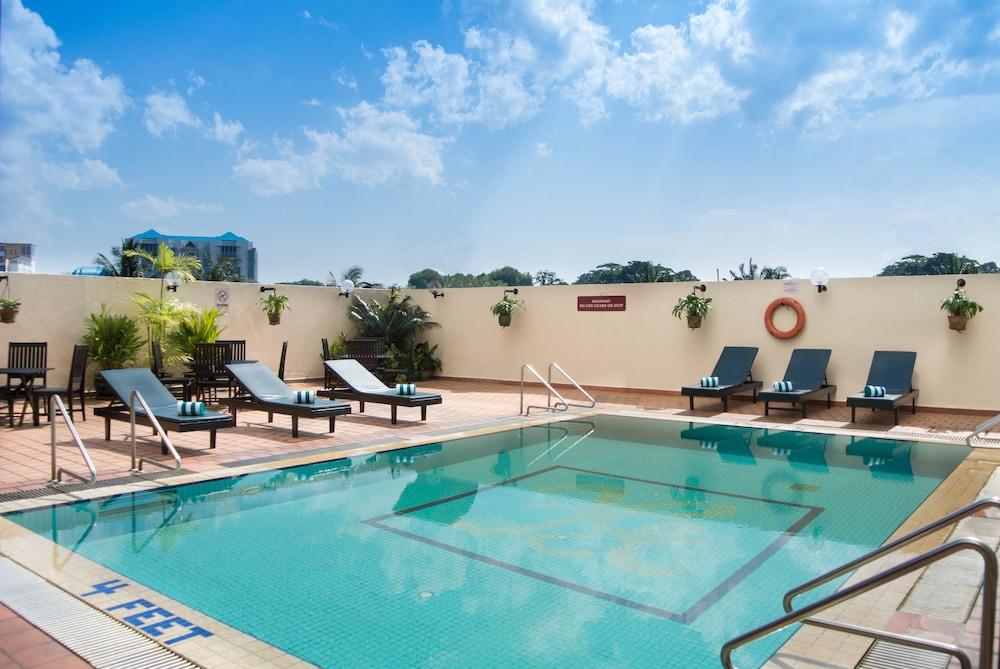 그랜드 컨티넨털, 쿠칭(Grand Continental,Kuching) Hotel Image 50 - Outdoor Pool