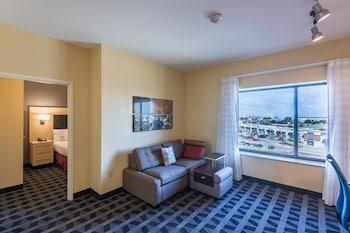 Guestroom at TownePlace Suites Dallas DeSoto in DeSoto