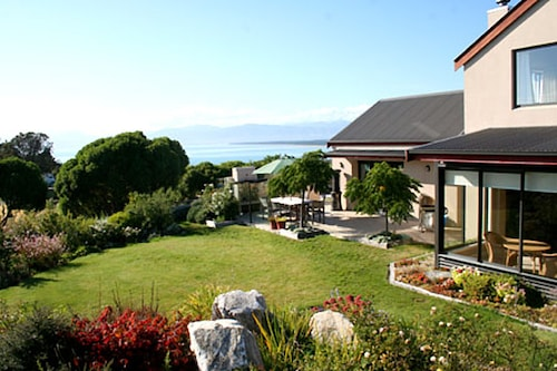 Clayridge House and cottage, Tasman