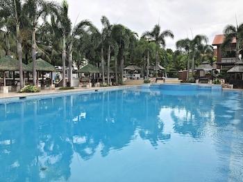 QUEZON PREMIER HOTEL CANDELARIA Outdoor Pool