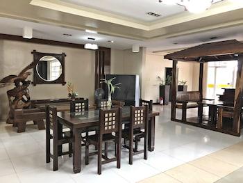 QUEZON PREMIER HOTEL CANDELARIA Lobby