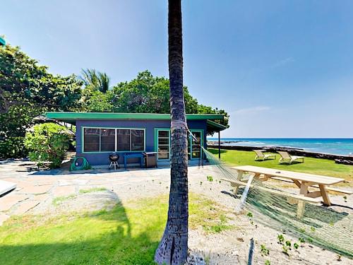. Idyllic 1br Oceanfront 1 Bedroom Cottage