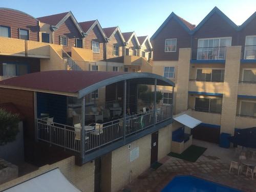 Hillary's Coastal Resort, Joondalup