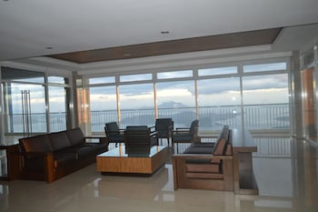 WINDS VACATION UNIT Lobby Sitting Area
