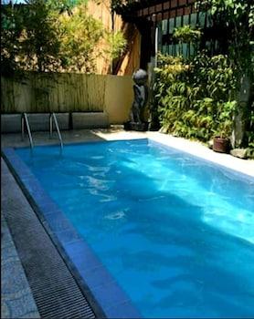 MARELLA SUITES CAMPVILLE ALABANG Outdoor Pool