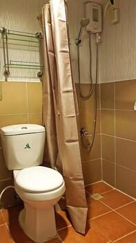 MARELLA SUITES CAMPVILLE ALABANG Bathroom