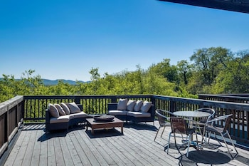 4bd/3.5ba Home With Rooftop in 12 South by Domio