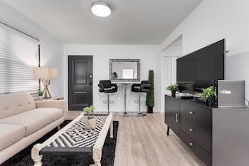 8 Bedrooms Comprised of 4 2BR Suites by Domio