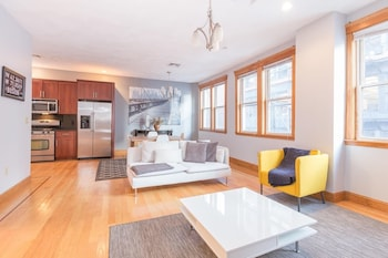 Huge 2 BR Apt in Heart of North End by Domio