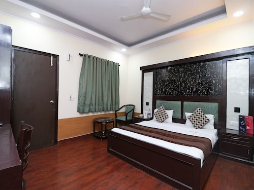 OYO 377 Hotel Excellent, West