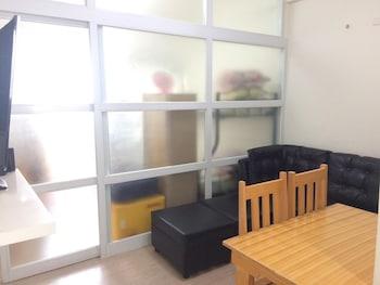 1 BEDROOM CONDO AT VIVALDI RESIDENCE In-Room Dining