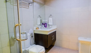 HOME SOLUTIONS IN PADGETT PLACE Bathroom