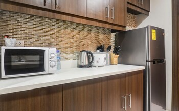 HOME SOLUTIONS IN PADGETT PLACE Private Kitchen