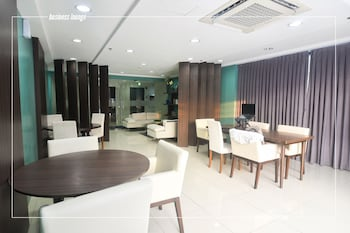 HOME SOLUTIONS IN PADGETT PLACE Dining