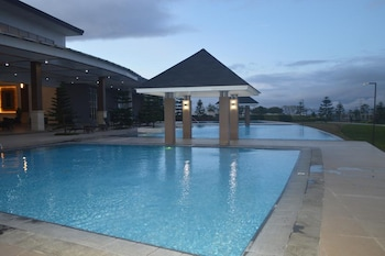 WIND RESIDENCES BY BEA AND RM Outdoor Pool
