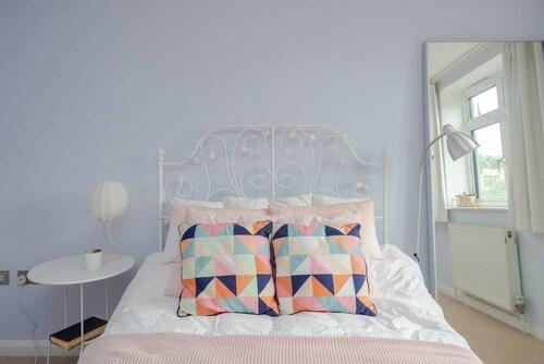 Beautifully Designed 1 Bedroom Apartment, London