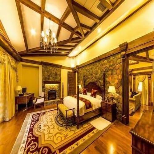 Mingya Lingxiu Villa Hotel, Ngawa Tibetan and Qiang