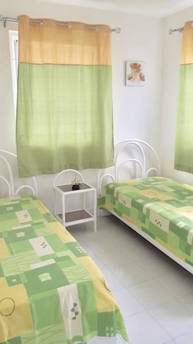 Apartment with 2 bedrooms in Pereybere, with terrace and WiFi,