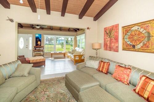 Blue Vista Villa by Cayman Vacation,