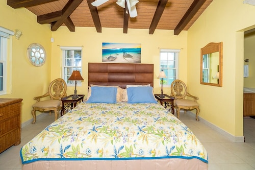 Blue Vista Villa by Cayman Vacation,