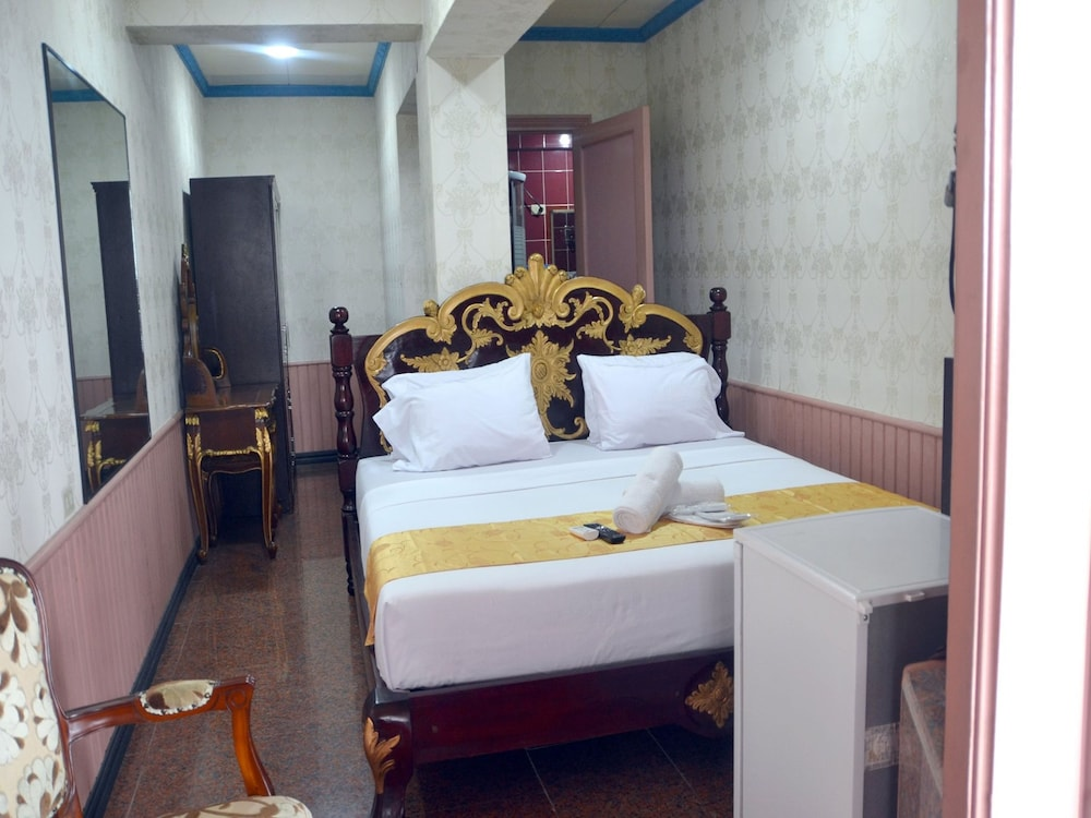 https://i.travelapi.com/hotels/30000000/29160000/29153500/29153480/3c5bf677_z.jpg