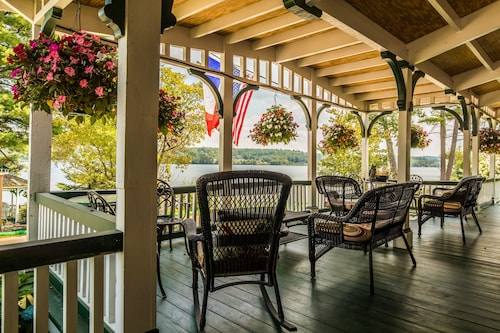 . The Lake House at Ferry Point