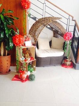 LINDI HOTEL BAGUIO Lobby Sitting Area