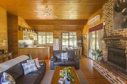 Silky Oak Cottage, Singleton