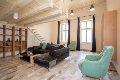 . Cathedral Apartment