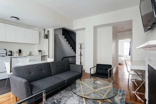 . West Village 2 BR and Private Roof Deck