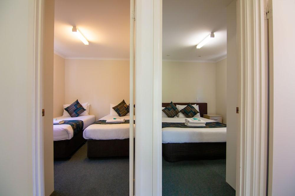 https://i.travelapi.com/hotels/30000000/29290000/29280300/29280258/74921af9_z.jpg